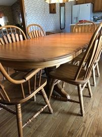 Large oak kitchen table with 3 leaves