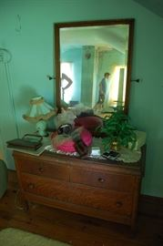 Very Nice Antique Tiger Oak Dresser with Mirror