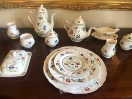 VILLEROY AND BOCH CHINA COLLECTION. 24+ PLACE SETTINGS AND SERVING PIECES. PATTERN IS NO LONGER BEING PRODUCED