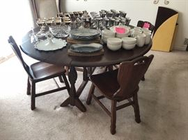 A Brandt Ranch oak dining table with 4 chairs