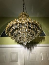 FANTASTIC FOYER CHANDELIER