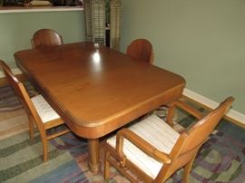 1930-40s Vintage Maple Dining Table including Table, 4 Side Chairs, Two Captain's Chairs