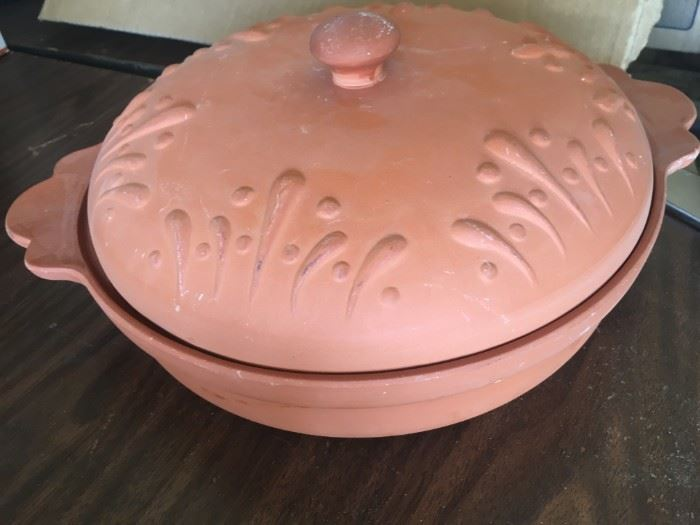Clay lidded casserole baking dish