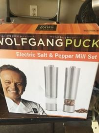 Wolfgang electric salt and pepper mill set