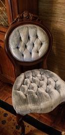 Beautiful vintage Queen Ann chair