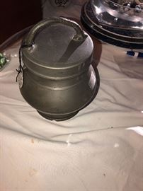 Pewter urn for to acco