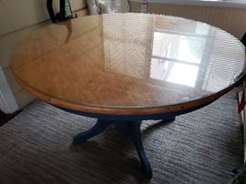 Round table light wood top w/painted legs.