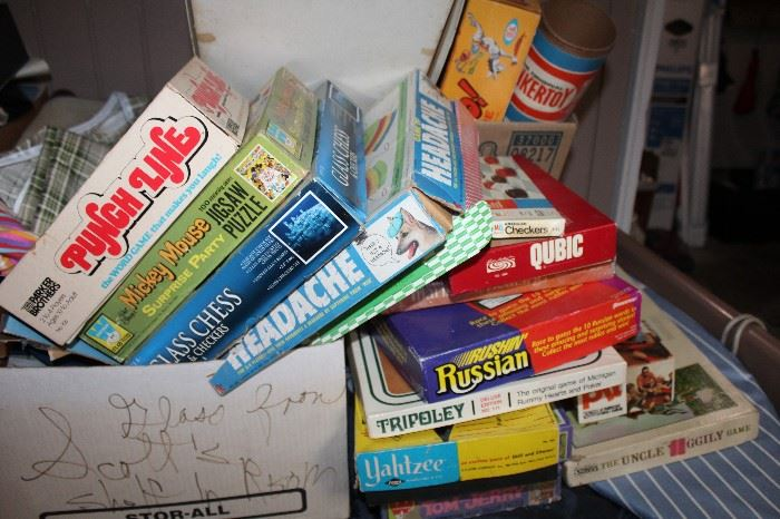 Lots of Vintage Board Games!  Some in different languages!