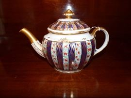 Antique unmarked tea pot