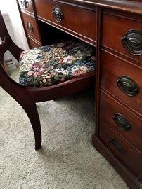 Super Pretty Kneehole Desk...