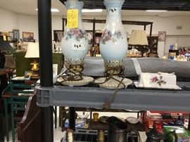 Pair of lamps & butter dish with roses