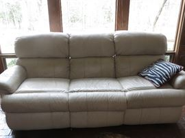 Great looking LEATHER RECLINER SOFA in excellent shape!