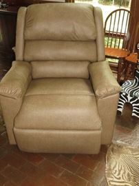 VERY NICE LIFT CHAIR:  excellent shape, barely used!