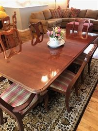 Broyhill Dining Roon Set