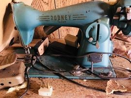 Vintage Rodney Deluxe sewing machine made in Japan