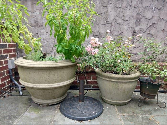 LARGE (heavy) concrete pots.