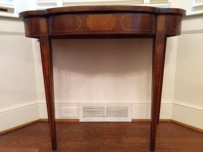 Vintage 1940's mahogany side table, with string and floral inlay.