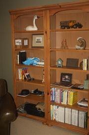 BROYHILL BOOK SHELF