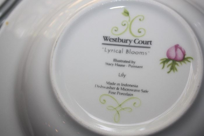 WESTBURY COURT DINNERWARE 'LYRICAL BLOOMS'