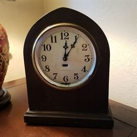 Vintage electric clock....works but could use a new cord!
