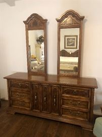Stanley dresser with two mirrors
