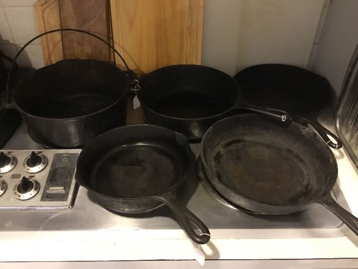 Wagner ware Sidney cast-iron fry pan