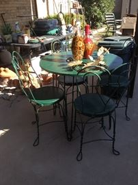 Parisian-style table and 4 chairs
