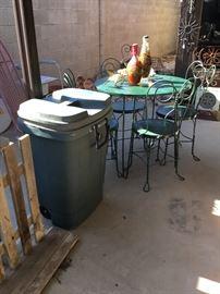 trash can w/lid
