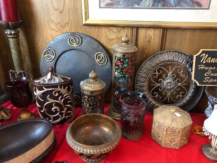 Collectible wares and plateware