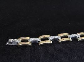 Close up of the diamond bracelet