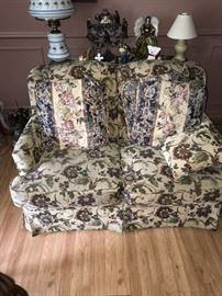 FLORAL LOVE-SEAT