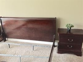 * Asheville North Carolina Beautiful King Size Sleigh Bed and Matching Set Includes Sleigh Bed, 2 Night Stands, Dresser, Chest Of Drawers $755