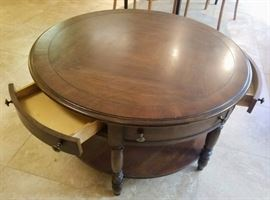 Round coffee table with 3 Drawers