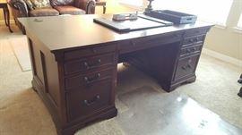 Executive (2-sided) desk