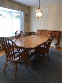 Dining set with 2 leafs as pictured