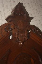 DETAIL TO HEADER OF BED