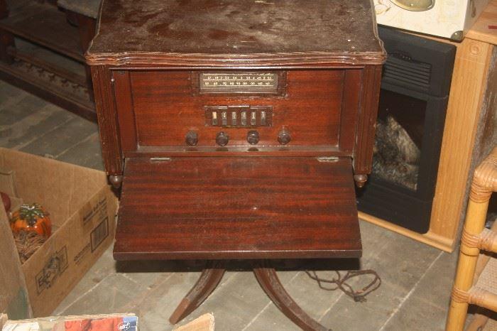 VINTAGE RADIO TABLE