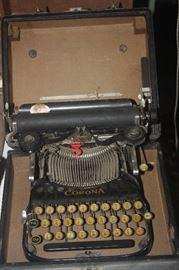 PORTABLE CORONA TYPEWRITER