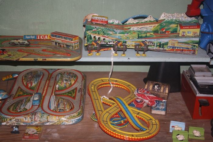 VINTAGE TIN RACE CAR GAMES