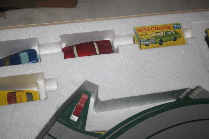 MATCHBOX SWITCH A TRACK ~ NEAR MINT WITH BOX AND CARS