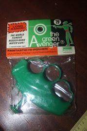 THE GREEN AVENGER  TOY GUN MINT ~ OLD NEW STOCK