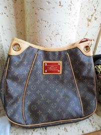 LOUIS VUITTON PURSE (STRAP NEEDS REPAIR)