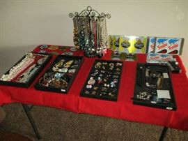 COSTUME JEWELRY, HUNTING PATCHES