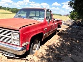 1994 Chevy (If you are interested in this specific item, please contact Beth at (903) 286-6862 to arrange a pickup/purchase time as this item is located off-site.  Thank you, serious inquiries only.)