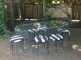 Beautiful narrow oval table & chairs