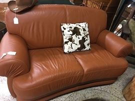 Nice leather short sofa from executive office excellent