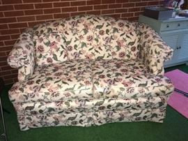 Lovely pair of Floral Love Seats-great condition