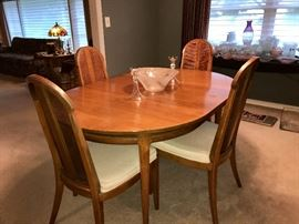 Drexel Dining room table w/leaf and 6 chairs