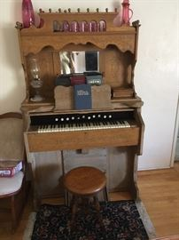 Oak pump organ