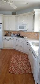 Clean & contemporary kitchen
